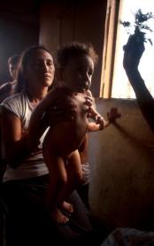 Mulher benzedeira, sertão da Bahia crédito: Nair Benedicto/N Imagens
